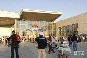 Waterfront - Shopping-Center